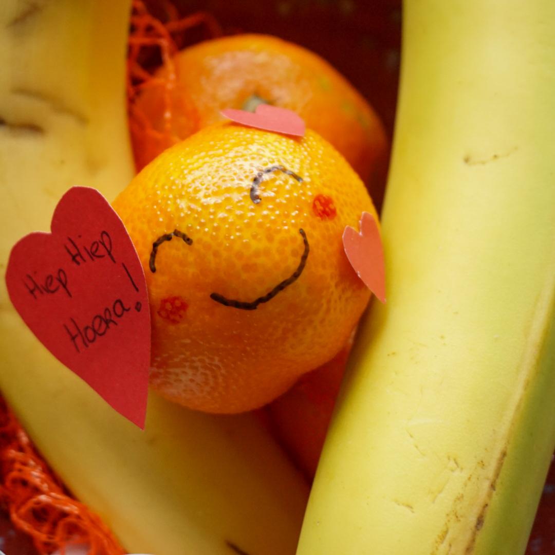 gezonde Valentijns mandarijn-emoticon traktatie voor het kinderdagverblijf