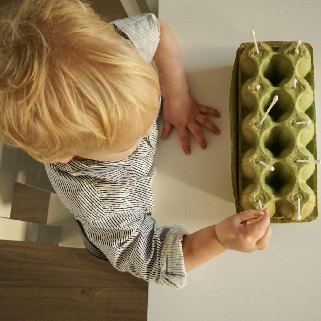 Speeltip dreumes: Eierdoos & wattenstaafjes