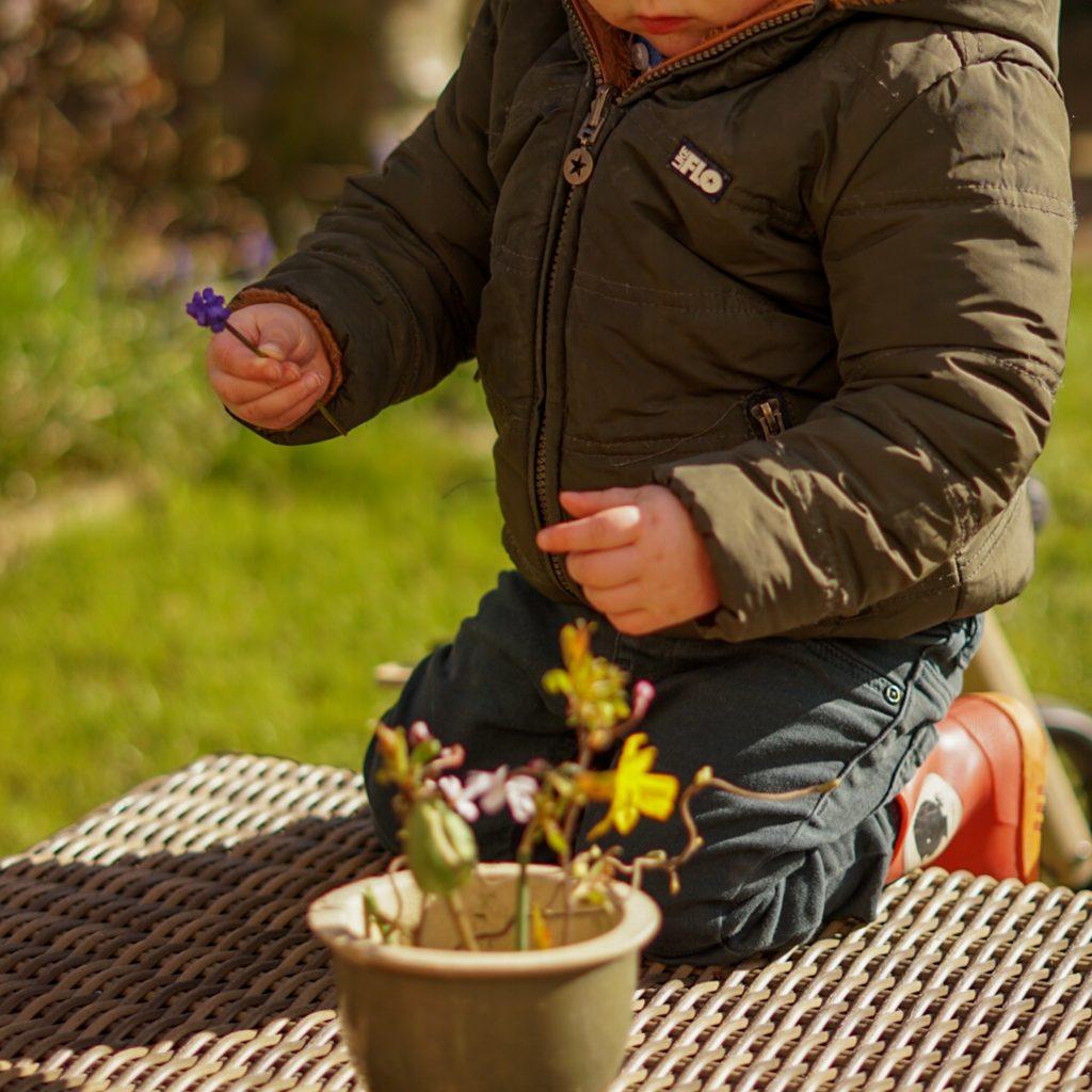 buitenspelen activiteiten voor je dreumes of peuter