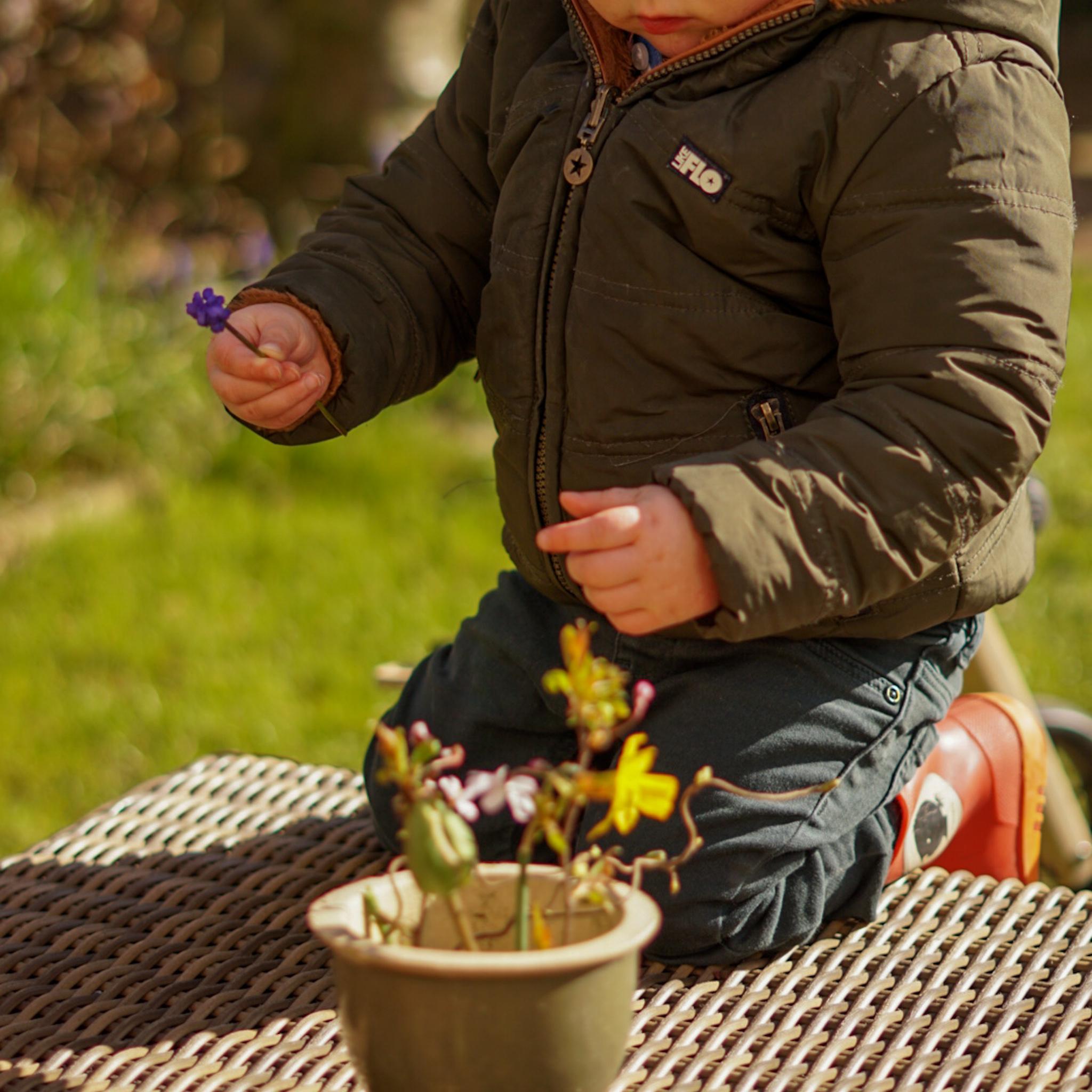 Lente bloemstukje maken met je dreumes